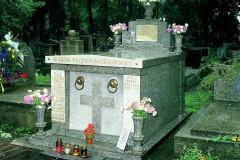 1280px-Grób_rodziców_Jana_Pawła_II_na_cmentarzu_Rakowickim_w_Krakowie