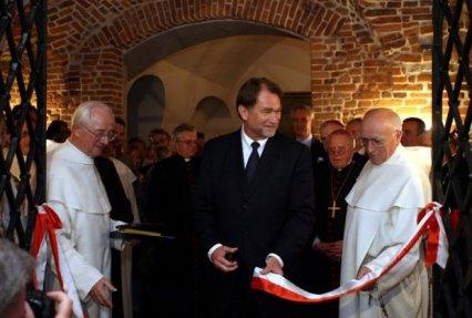 z3320901Q,2006-r----Jan-Kulczyk-otwiera-na-Jasnej-Gorze-Skar