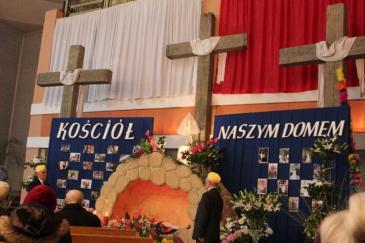 wielkanoc-grob-2012-polska-kosciol-rs